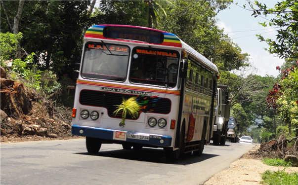 スリランカ 地球バス sri lanka bus2